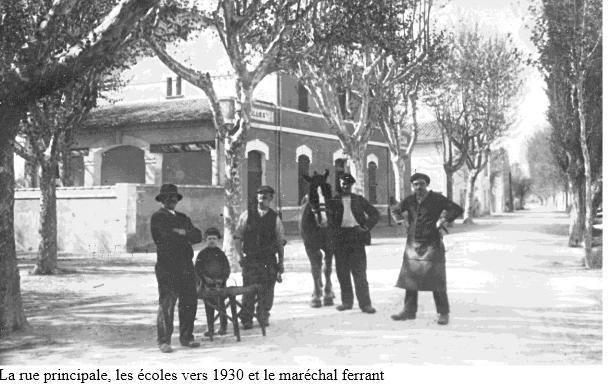 12 rue principale et ecoles en 1930