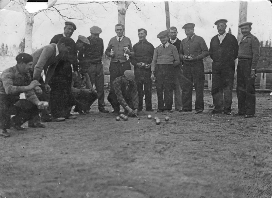 26 partie de boules dans les arenes abandonnees 1942