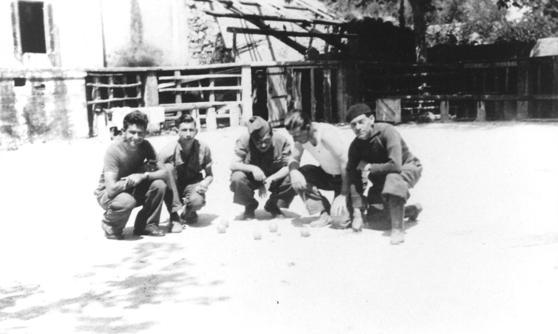Partie de boules aux arenes en 1943